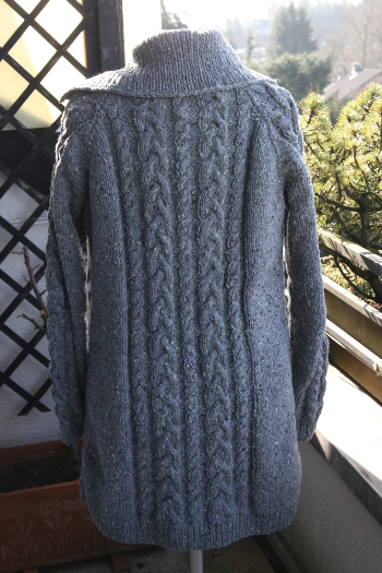 Strickjacke mit zopfmuster stricken
